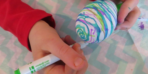 easy-magic-marker-easter-eggs-with-kids